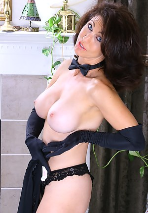 Free Moms Gloves Porn Pictures