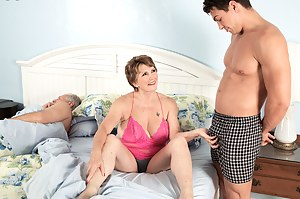 Free Moms Cuckold Porn Pictures